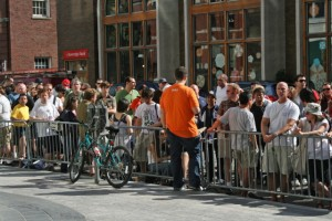 The line for the Apple Store on Boylston Street, Boston - July 11, 2008