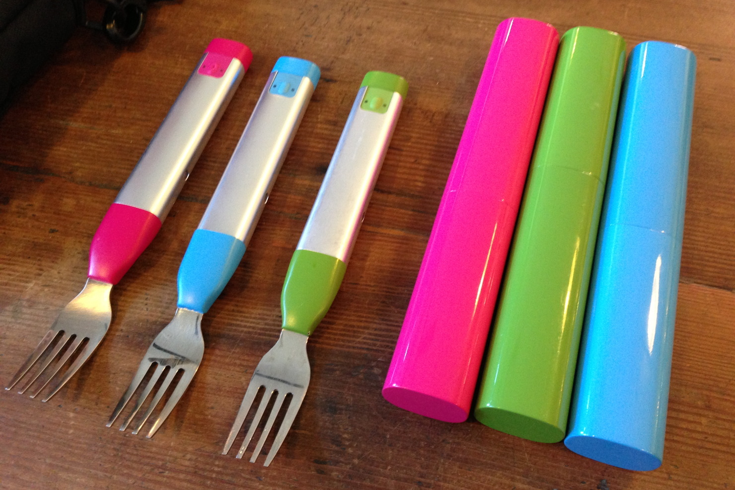 The HAPIfork Bluetooth fork comes in pink, blue, and green.