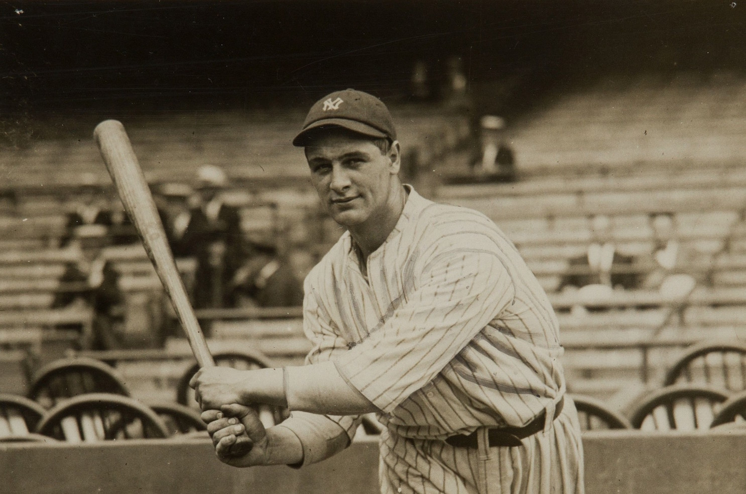 Lou Gehrig by Pacific & Atlantic Photos, Inc (Heritage Auctions) [Public domain], via Wikimedia Commons