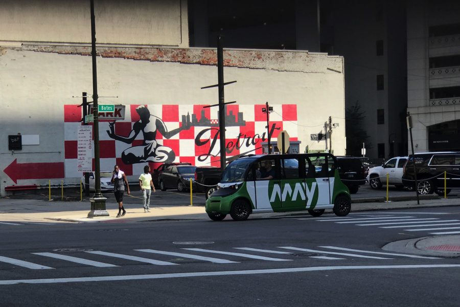 May Mobility vehicle in front of Detroit sign (image: May Mobility)
